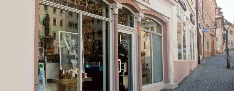 Parfümerie Schaufenster am Markt in der Lutherstadt Eisleben